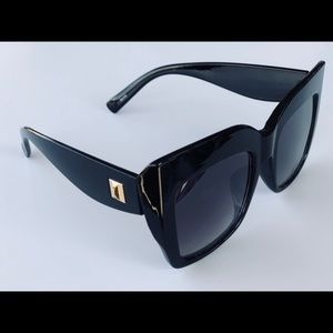 Accessories - Oversized sunglasses- Black